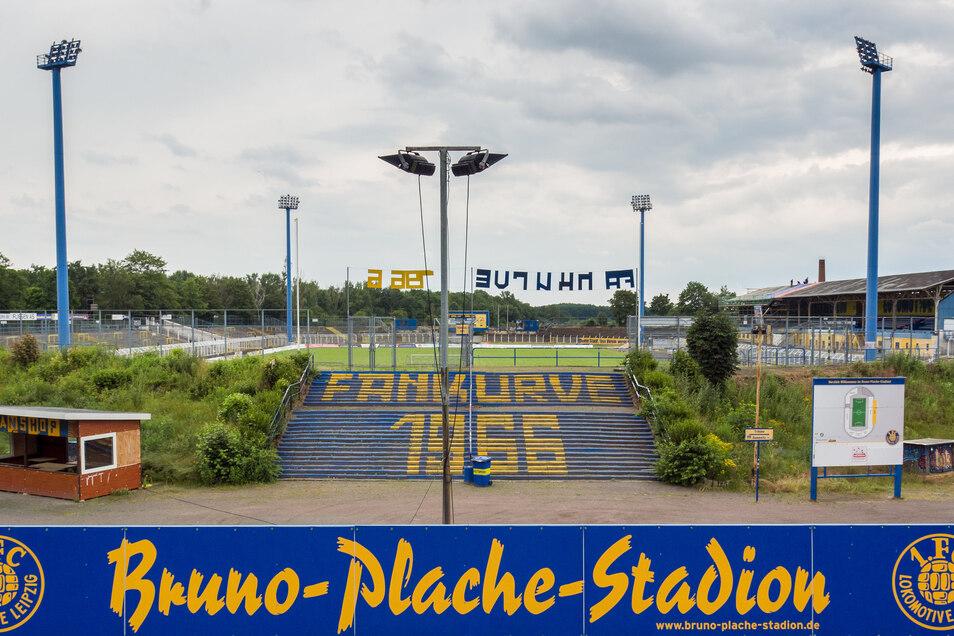 An der Spielstätte des 1. FC Lokomotive Leipzig müssen noch bauliche Veränderungen an Flutlicht- und Beschallungsanlage, Gästeblock und Medienarbeitsplätzen vorgenommen werden.