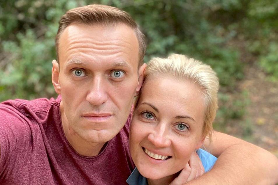 Dieses Foto veröffentlichte Alexej Nawalny am Freitag, dem 25. September 2020, auf seinem Instagram-Account, es zeigt ihn und seine Frau Julia an einem unbekannten Ort in Deutschland.