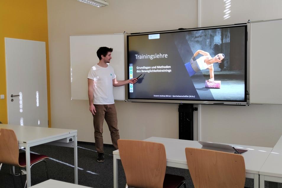 Ein Einblick in den Praxisunterricht mit neuen digitalen Tafeln.
