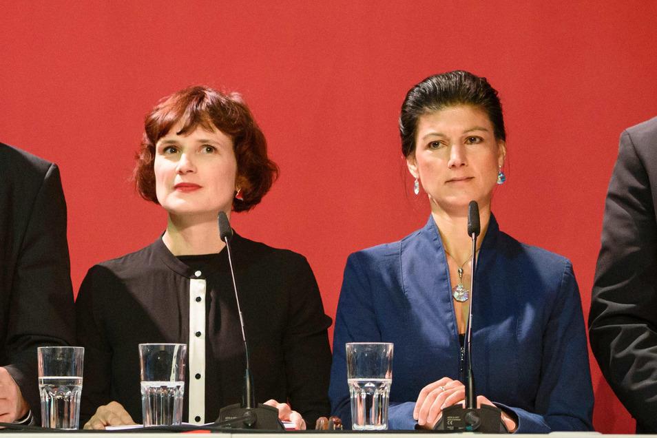 Katja Kipping (links) sieht die Linke als Partei, die um die Alltagssorgen der Menschen weiß. Sahra Wagenknecht hat da ihre Zweifel. Arme empfänden die Linke als belehrend, sagt sie.