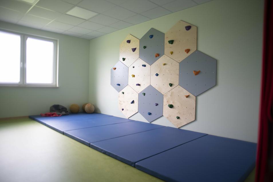 Gelegenheiten für sportliche Betätigung sind ebenfalls vorhanden - zum Beispiel an einer Kletterwand.