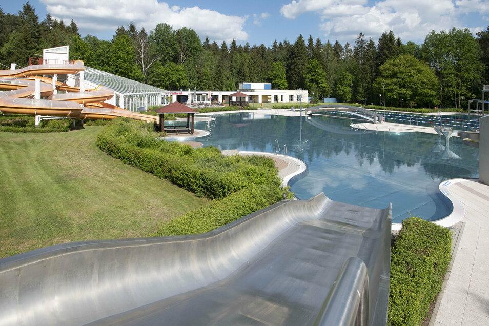 Das Masseneibad in Großröhrsdorf hatte in diesem Jahr aufgrund von Corona weniger Einnahmen. Jetzt schießt die Stadt außerplanmäßig Geld zu.