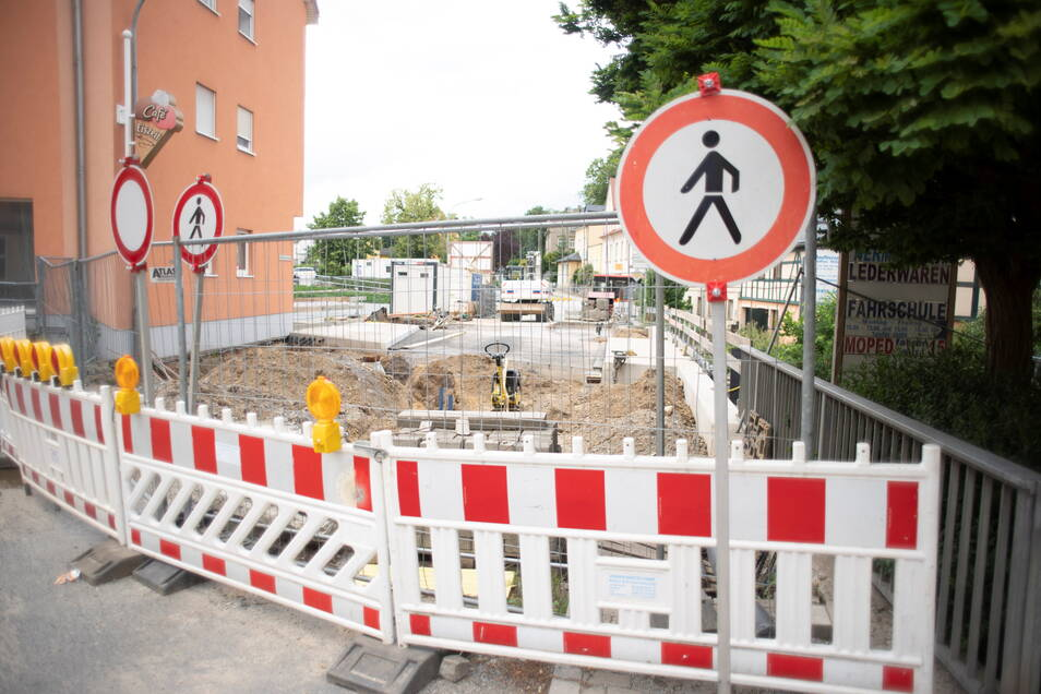 Die Bauarbeiten in Pulsnitz an der neuen Brücke über den gleichnamigen Fluss verzögern sich erneut.