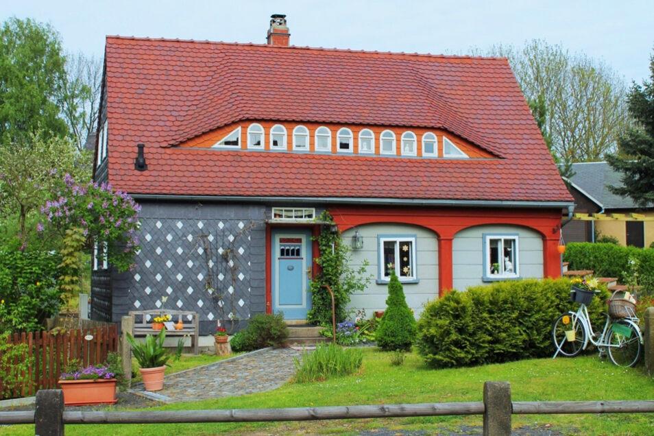 Umgebindehäuser prägen die architektonische Landschaft in Ostsachsen wie keine andere Bauart. Sie verbinden Tradition und Individualität einzigartig.