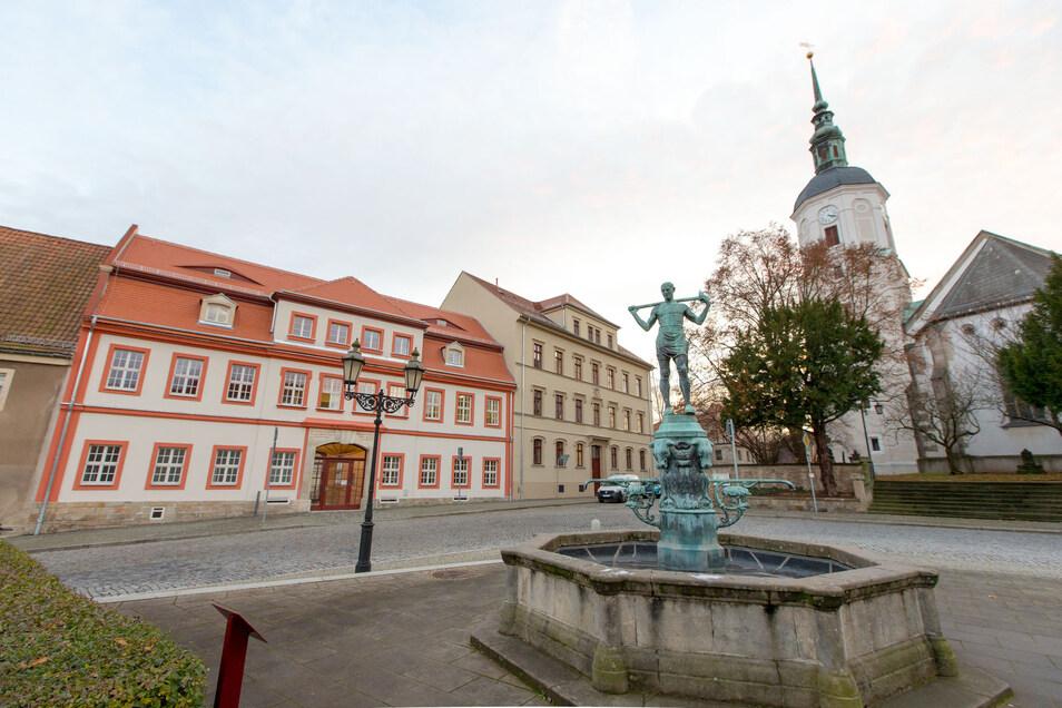 Dohnas Markt mit Rathaus.