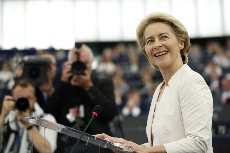 Ursula von der Leyen spricht bei ihrer Bewerbungsrede vor den Abgeordneten des Europaparlaments.