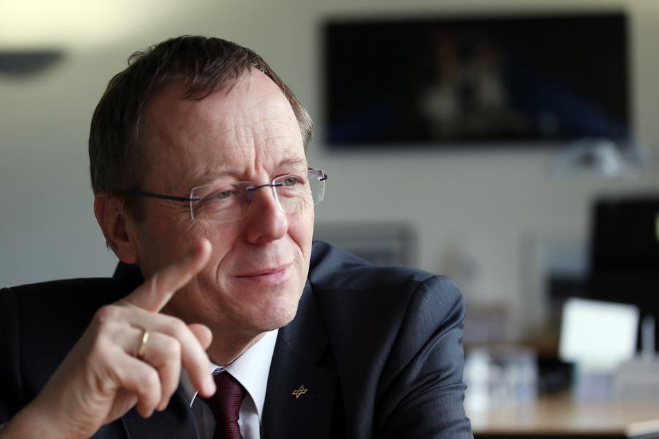 Johann-Dietrich (Jan) Wörner ist seit 2015der Generaldirektor der europäischen Weltraumagentur ESA mit Sitz in Paris.Damit ist er nicht nur der Vorgesetzte für Zehntausende Weltraumforscher, sondern auch Chef des gesamten europäischen Astronautenteams.