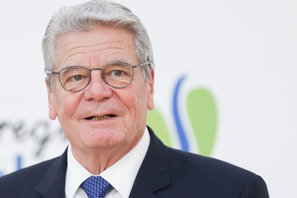 """Joachim Gauck: """"Wir müssen zwischen rechts - im Sinne von konservativ - und rechtsextremistisch oder rechtsradikal unterscheiden."""""""