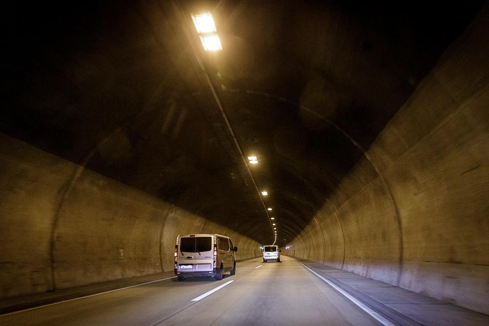 Schon vor der 2022 beginnenden Komplettsanierung des Autobahntunnels Königshainer Berge wird bereits kräftig investiert.