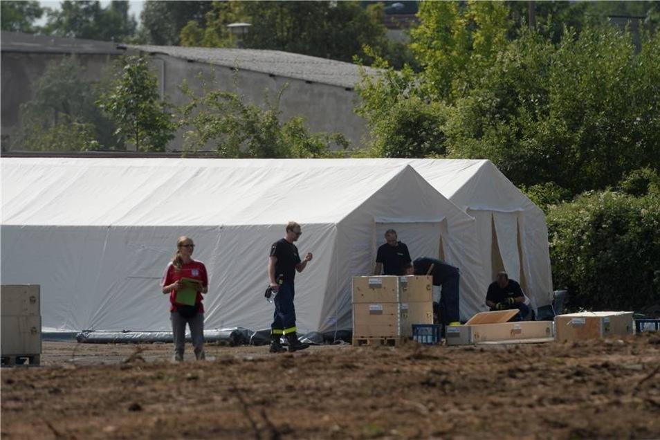 In Dresden läuft der Aufbau einer Zeltstadt für bis zu 1.100 Asylsuchende.