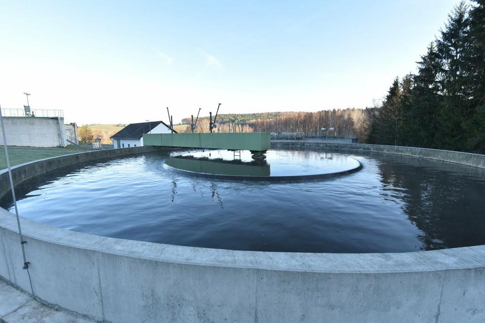 In der Kläranlage Seifersdorf wird das Abwasser bis aus Ammelsdorf zentral geklärt. Unklar hingegen ist der Umgang mit dem Geld in dem Abwasserbetrieb.