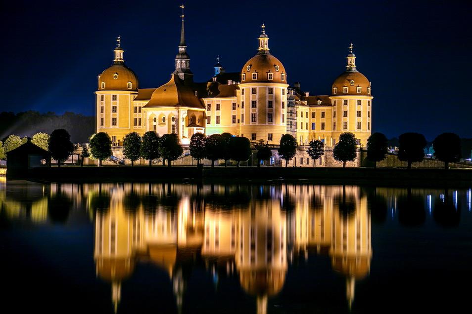 """Populär wurde das Schloss als Kulisse des Filmes """"Drei Haselnüsse für Aschenbrödel"""" von 1972."""