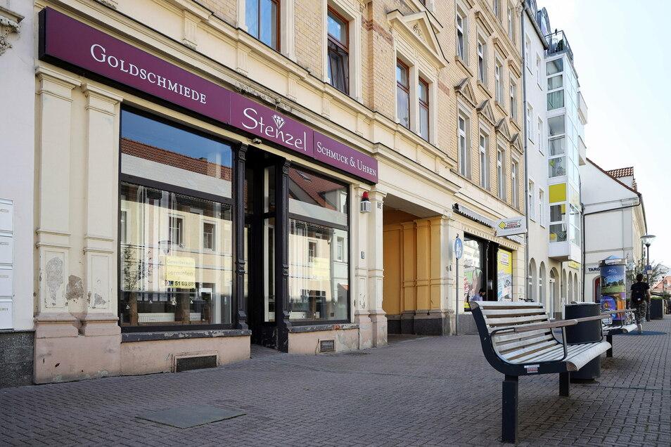 Das ehemalige Juweliergeschäft Stenzel wird voraussichtlich zum neuen Standort für Riesas Innenstadtmanagement. Nun ist die Ausschreibung für die Stelle veröffentlicht worden.