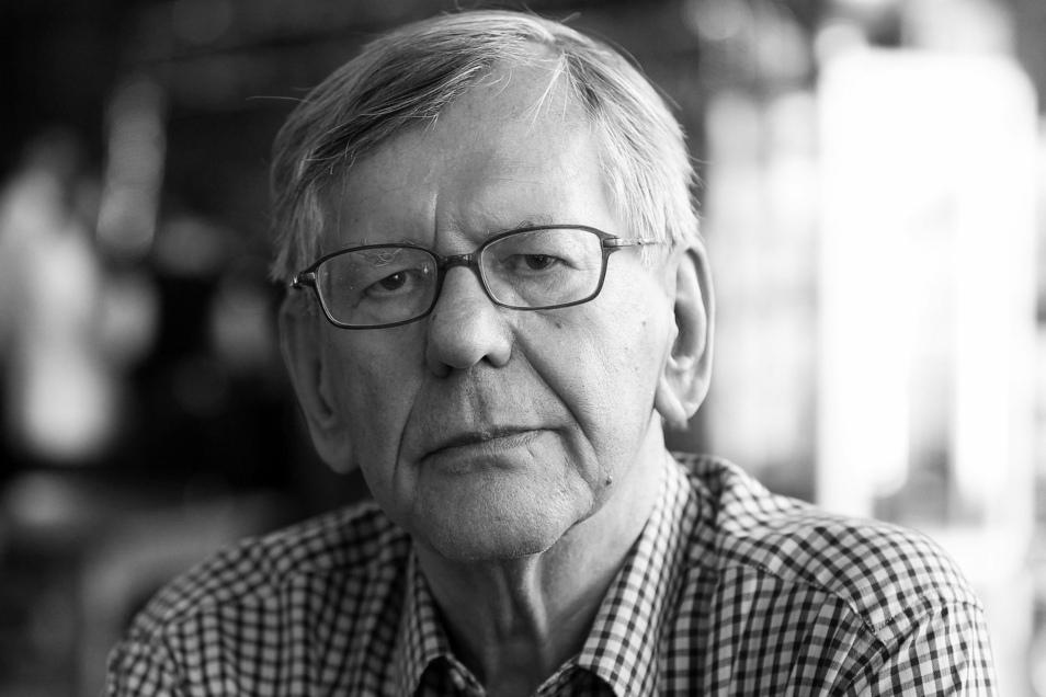 Der Satiriker und Kabarettist Herbert Feuerstein ist tot. Er starb im Alter von 83 Jahren.