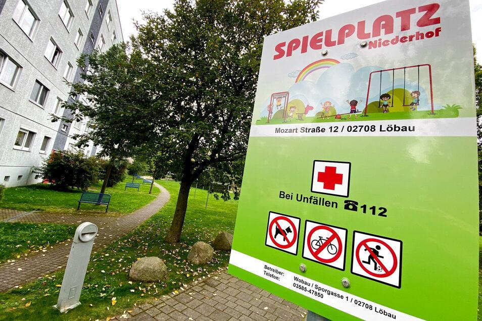 Dieses Schild im Innenhof der Mozartstraße steht erst seit einigen Tagen - und ist von einigen Anwohnern nicht gut aufgenommen worden.