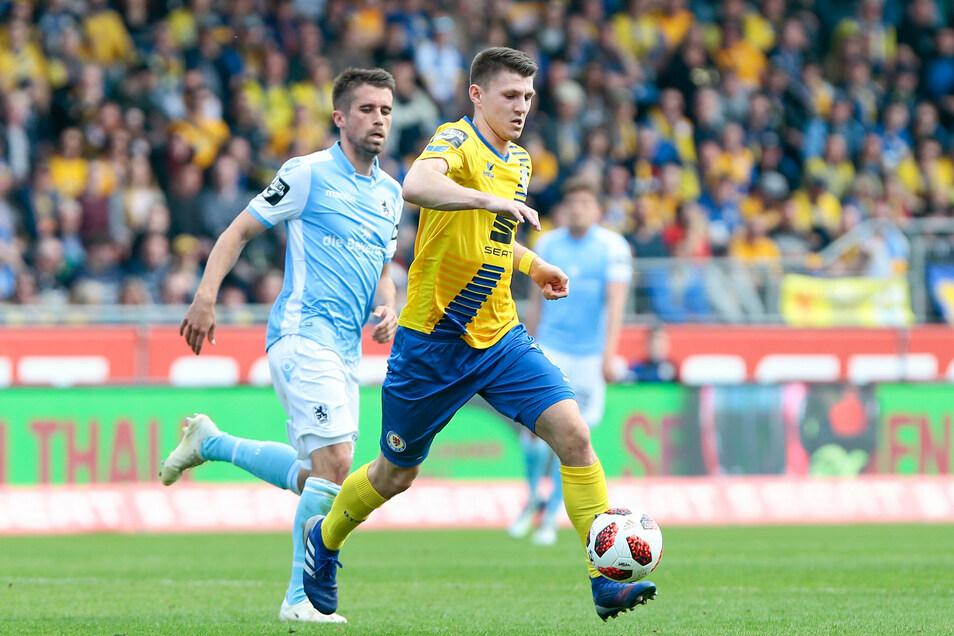 Statt Blau-Gelb trägt Robin Becker (r.) kündtig wohl Schwarz-Gelb: Der Verteidiger soll von Eintracht Braunschweig zu Dynamo kommen.