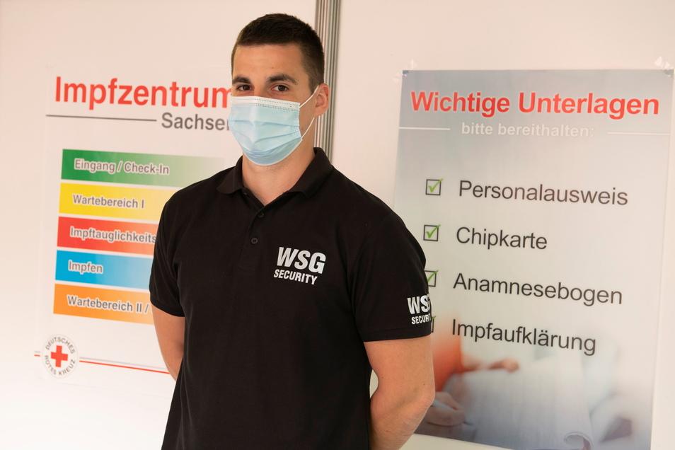 Ohne Security geht nichts in den Impfzentren. Auch Steve Rykuv ist in Kamenz im Einsatz.