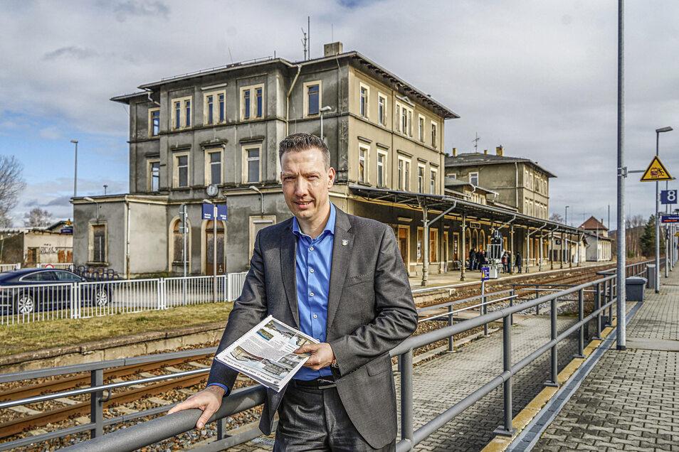 Wilthens Bürgermeister Michael Herfort ist frustriert. Zwar hat der Bahnhof jetzt einen neuen Eigentümer. Die Zukunft des Gebäudes bleibt aber weiter offen.