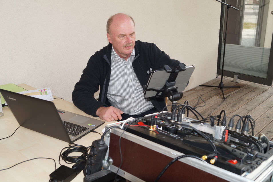 Vereinsmitglied Thomas Hirth versuchte das beste aus dem Sender von 1959 herauszuholen.