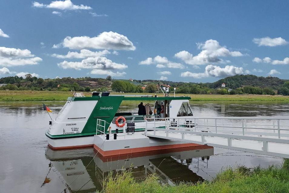 """Die Fähre """"Stolzenfels"""" zwischen Niederlommatzsch und Diesba-Seußlitz verkehrt im Juli und August länger."""