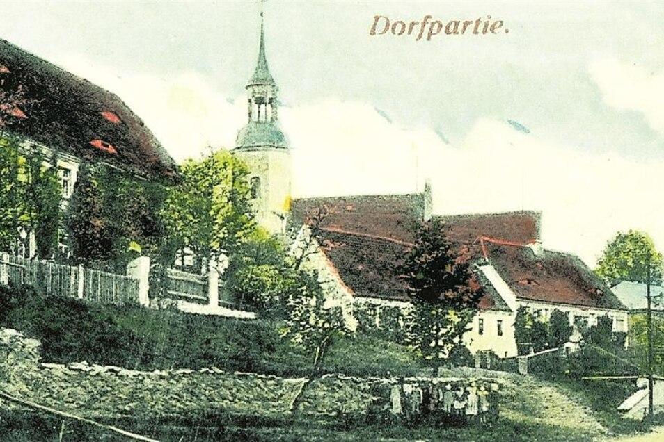 erstmals erwähnt 1248 (Ort einer Krähe), hatte eine Kirche sowie eine Postsäule, zuletzt 478 Einwohner, verlassen 1938. An Krakau erinnert eine Straße in Röhrsdorf.