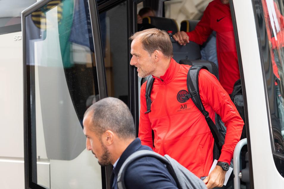 Mit einem Lächeln kam Trainer Thomas Tuchek in der Innenstadt an.