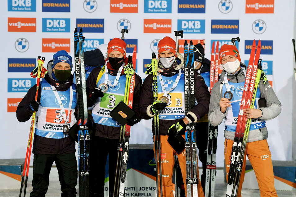 Erik Lesser, Roman Rees, Arnd Peiffer und Benedikt Doll (von links nach rechts) bejubeln Platz drei.