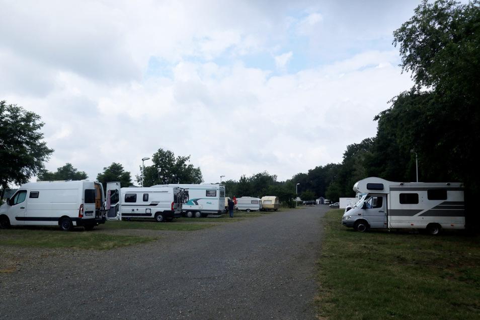 Auf dem Caravan-Platz am Nordufer des Dreiweiberner Sees gibt es insgesamt 14 Stellplätze. Die Besucher kommen aus ganz Deutschland und Europa.