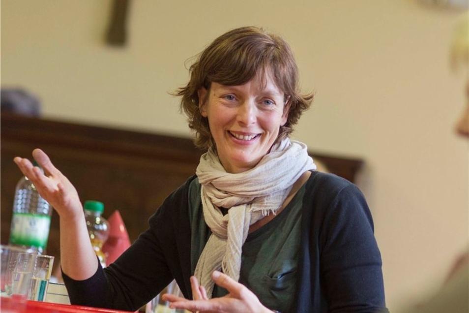 Doris Walther von der Caritas leitet den Kurs für pflegende Angehörige.