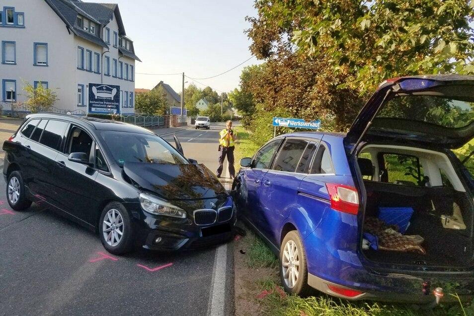 Der BMW kam nach links ab und krachte in den Ford.