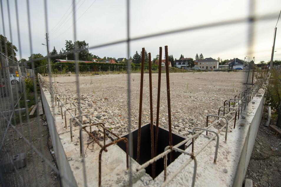 Auf der Freifläche im Bannewitzer Ortsteil Hänichen gegenüber von Mobau Müller wird demnächst der neue Konsum gebaut.