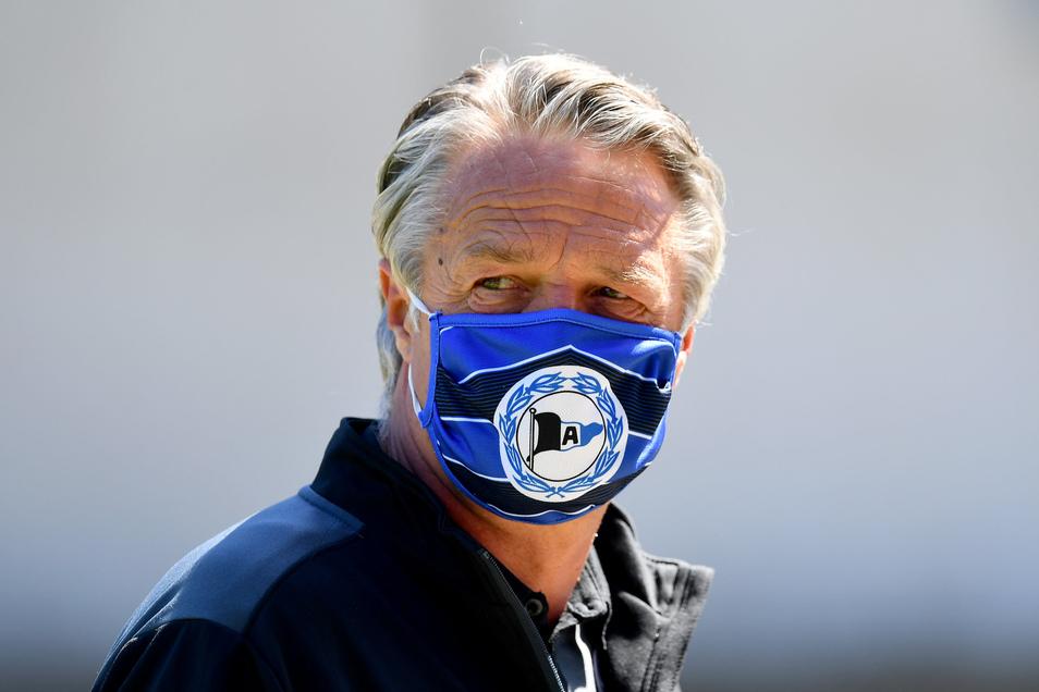 Wiedersehen mit Maske: Der frühere Dynamo-Trainer Uwe Neuhaus steht mit Arminia Bielefeld vor dem Aufstieg in die Bundesliga.