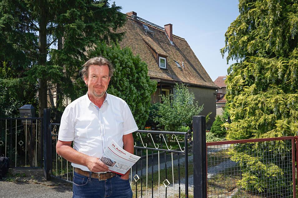 """Jan Hornig, Geschäftsführer des Maklerbüros Hornig-Immobilien, steht vor einer Immobilie im Allendeviertel in Bautzen. """"Eine besonders begehrte Wohnlage"""", erklärt er. Nicht nur hier stiegen die Preise für gebrauchte Eigenheime im vergangenen Jahr deutlich"""