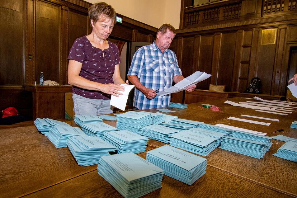 Auszählung der Briefwahl-Stimmen im Rathaus Döbeln.