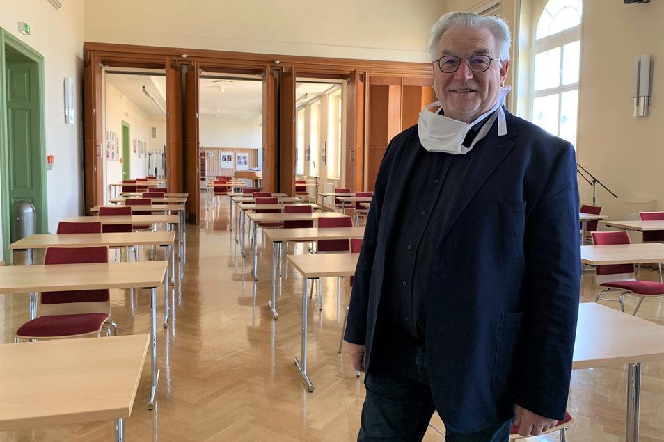Bernd Wenzel, Schulleiter des Schiller-Gymnasiums, in der für die Prüfung hergerichteten Aula: Keiner soll sich fürchten müssen.