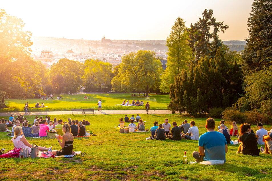 Der Riegrovy sady ist ein beliebter Treffpunkt in Prag. Viele Tschechen treffen sich hier, um bei einem Bier die Aussicht zu genießen.