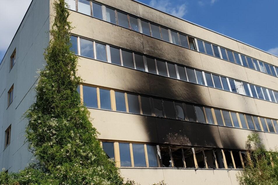 In diesem ehemaligen Lehrstuhlgebäude der NVA hat es bereits gebrannt.