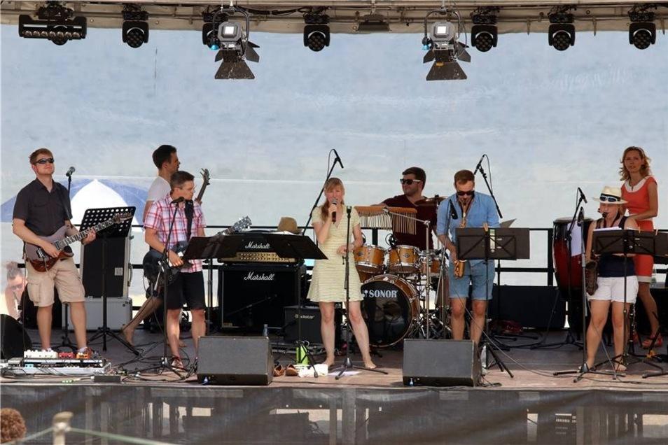Weitere musikalichen Highlights setzten die Euroimmun-Band, die mit Popmusik für Unterhaltung sorgte ...