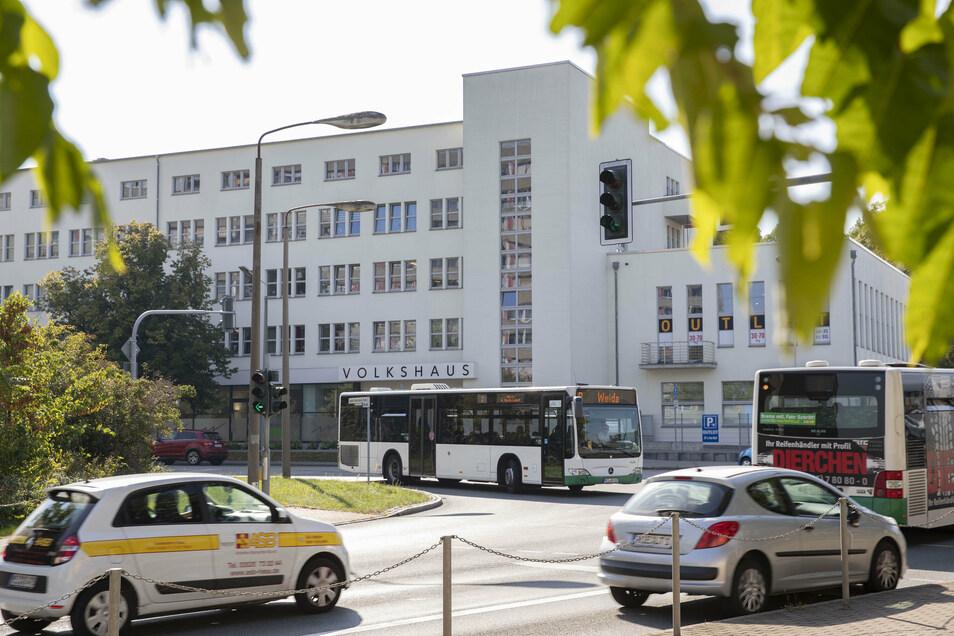 Die Kreuzung vorm Volkshaus soll demnächst umgebaut werden. Profitieren sollen nicht nur Rechtsabbieger, die Richtung Gröba und B 169 unterwegs sind.