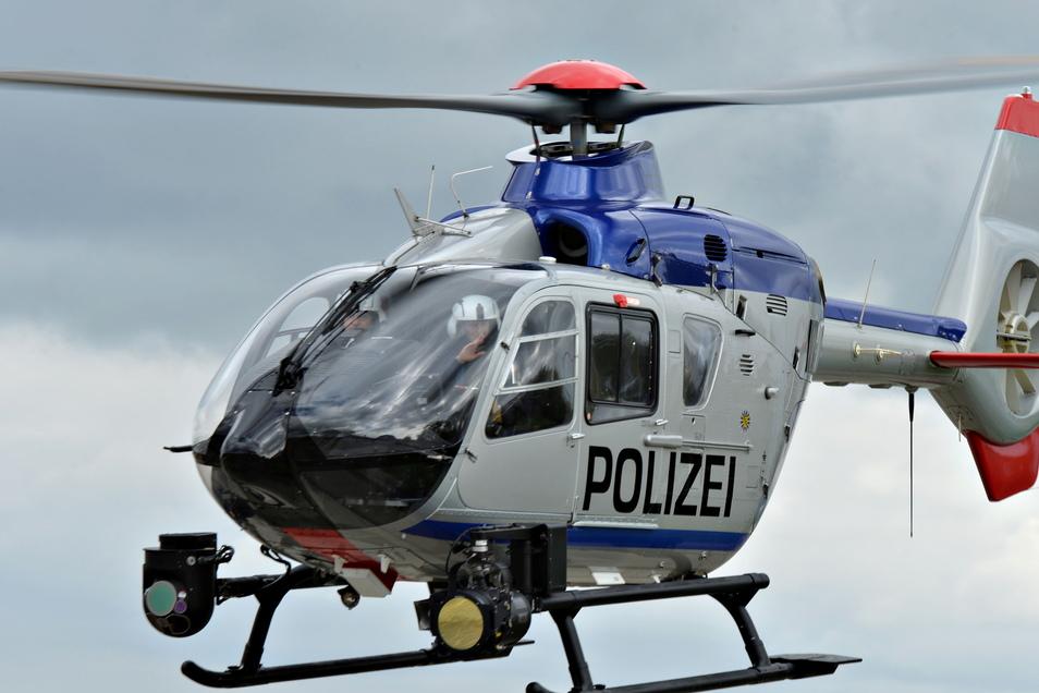 Unbekannte Täter haben bei Burkau den Pilonten eines Polizeihubschraubers mit einem Laserpointer geblendet.
