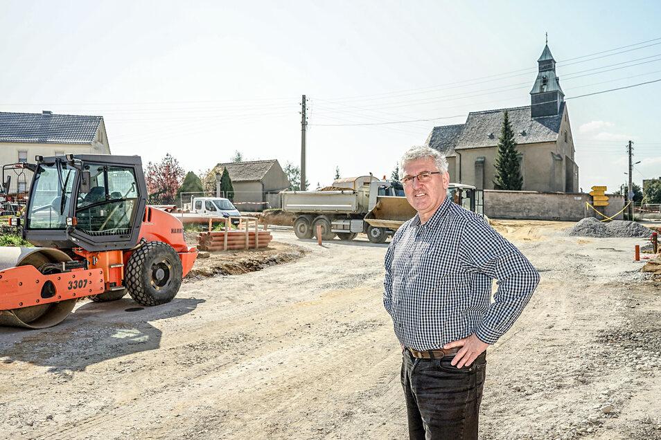 Diese Kreuzung in Radibor war lange Zeit ein Unfallschwerpunkt. Nun wird er entschärft. Das freut Bürgermeister Vinzenz Baberschke.