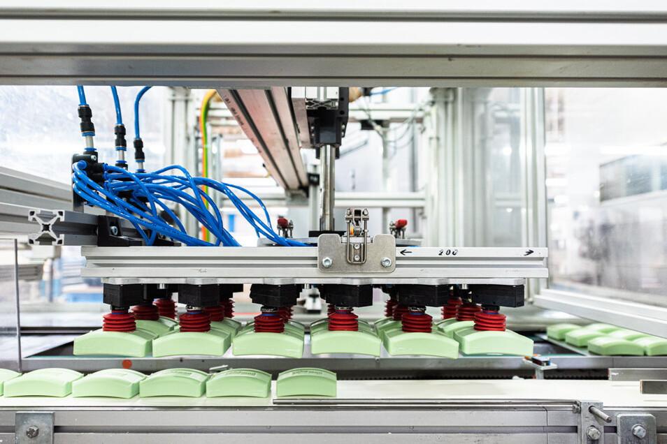 Ein Blick in die Seifenproduktion bei Kappus. Das Unternehmen betreibt künftig noch Werke in Heitersheim (Baden-Württemberg) und Riesa.