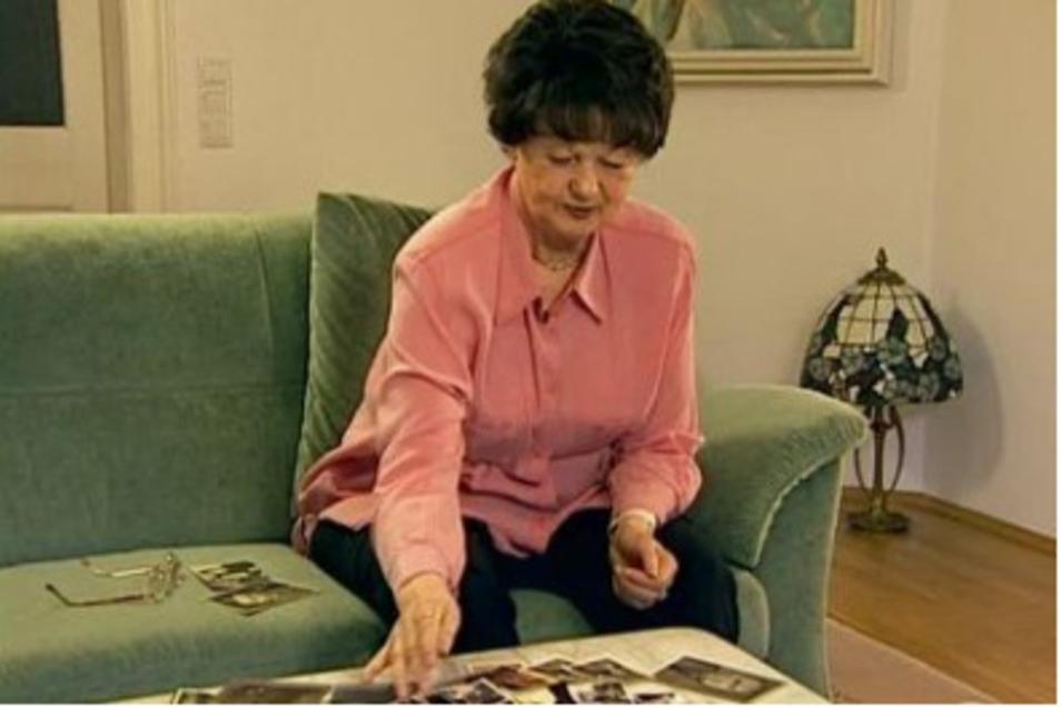 """Für ihr Filmporträt """"Zeitzeugengespräch"""" besuchte die Regisseurin Marion Rasche ihre Freundin Sieglinde Hamacher zuhause und hörte deren Erzählungen aus einem bewegten Künstler- und Frauenleben zu."""