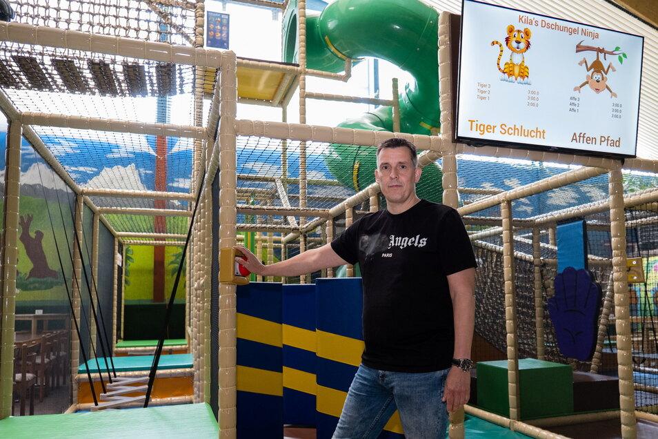 Dieter Hawelky ist Inhaber des Kinderspiellands im Rosenhof in Görlitz. Der Kids Ninja-Parcours ist neu. Jetzt warten Hawelky und sein Team darauf, endlich wieder öffnen zu dürfen.