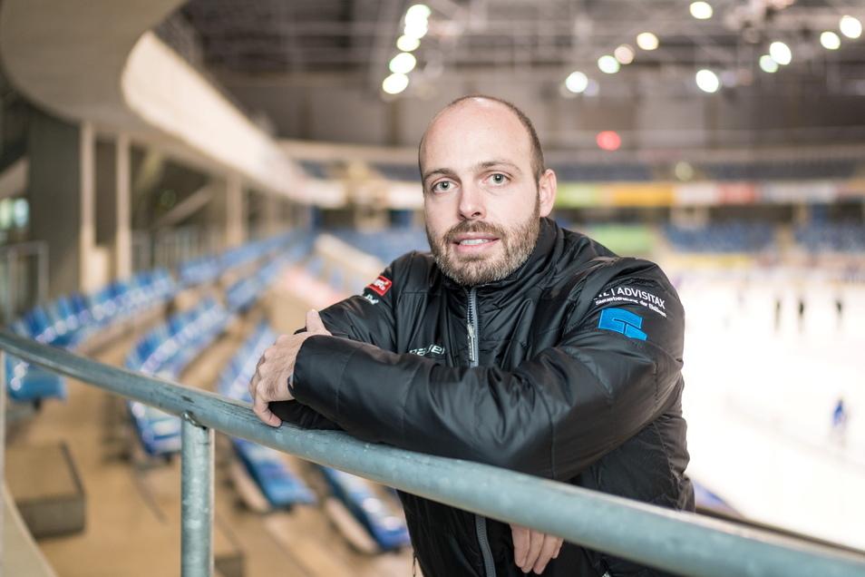 Maik Walsdorf, kaufmännischer Geschäftsführer der Eislöwen, freut sich über einen entscheidenden Schritt in Richtung DEL.