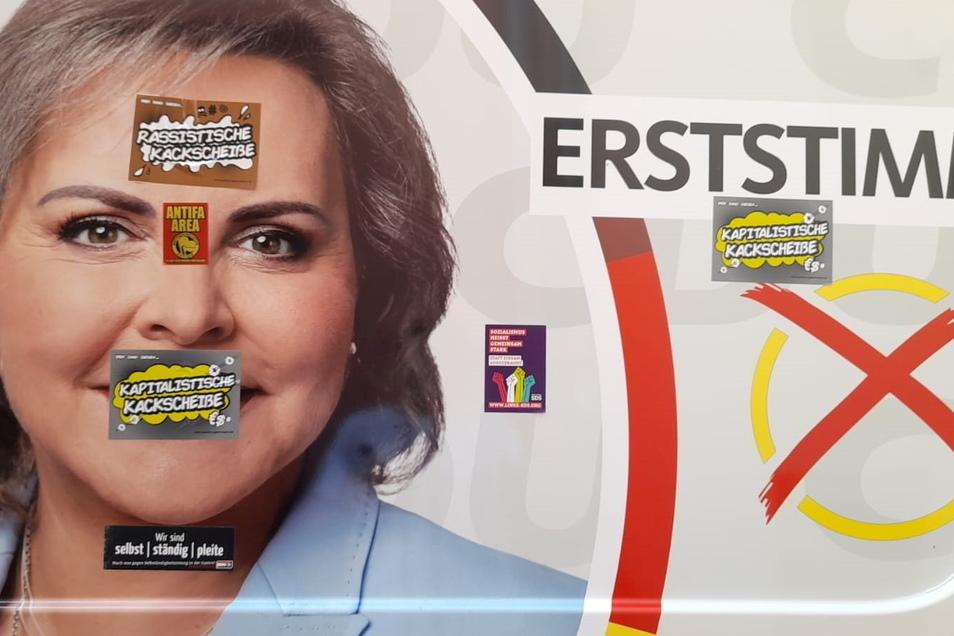 """""""Antifa Area"""" und """"Rassistische K**********e"""": Mit Aufklebern der linksradikalen Szene haben Unbekannte am Wochenende den Wahlkampfbus von Veronika Bellmann beklebt."""