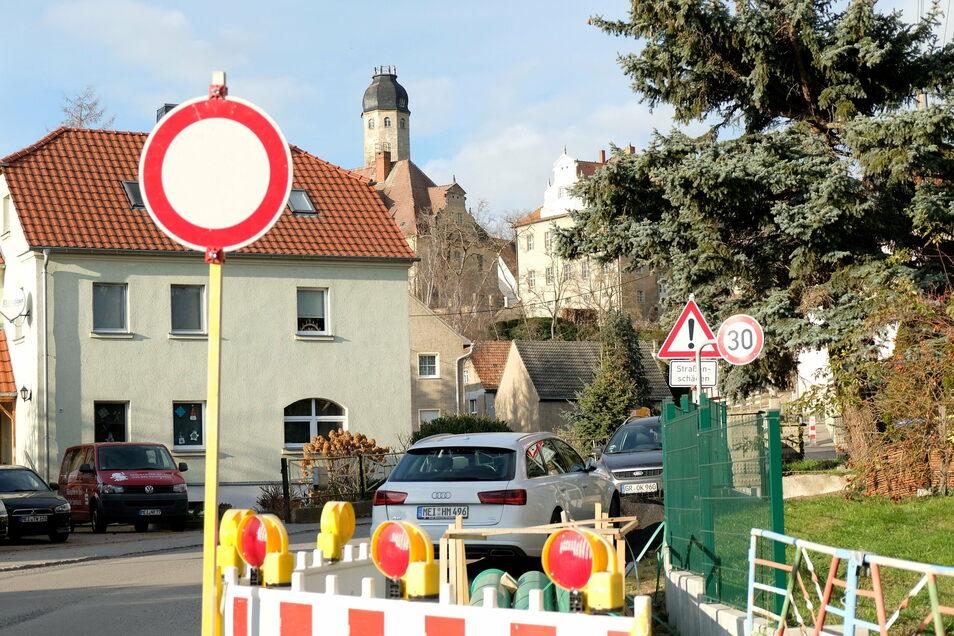 Bis hierhin und nicht weiter: Die Ortsdurchfahrt durch Schieritz ist noch immer gesperrt.