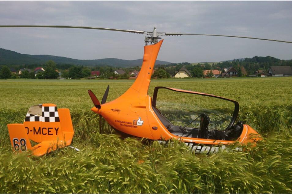 Der Tragschrauber vom Typ Calidus 912 ULS konnte vom Piloten noch auf ein Getreidefeld manövriert werden.