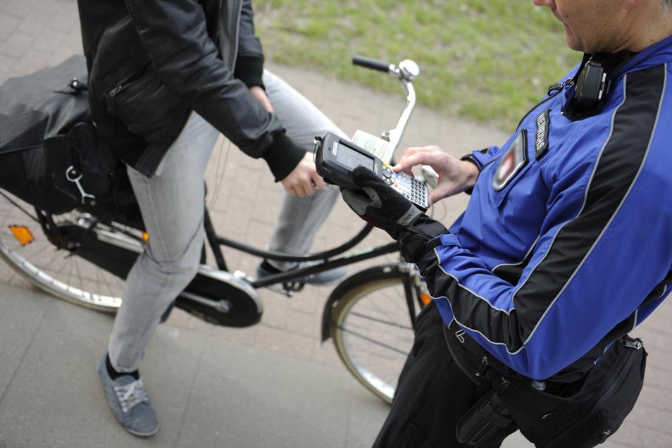 Die Kontrolle einer Radfahrerin in Sachsen führt direkt zu einem Drogendealer in Thüringen.