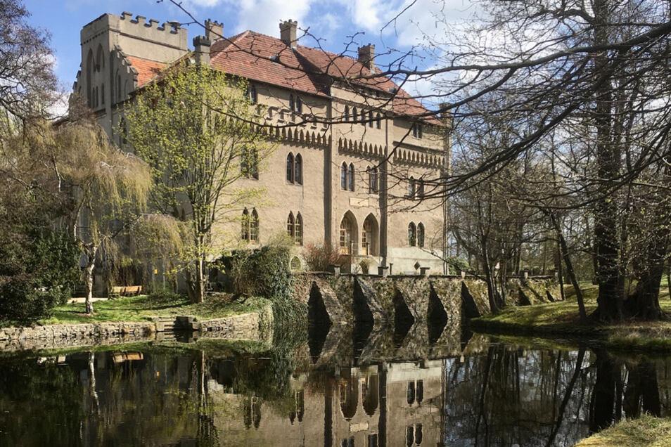 Das Seifersdorfer Schloss wurde 1818 nach Plänen von Karl Friedrich Schinkel umgebaut.